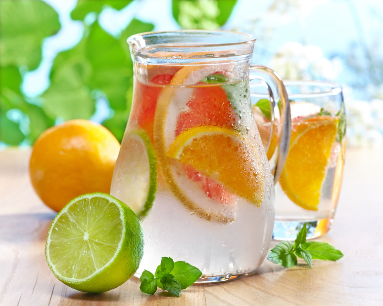 Wasser und Obst